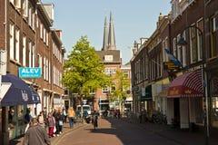 DELFT/NETHERLANDS -2014年4月16日:在的典型的街道场面 图库摄影