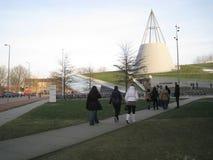 Delft, Paesi Bassi - 11 febbraio 2010: La biblioteca del TU DELFT si batte immagine stock