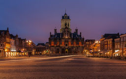 Delftfajansmarknad efter solnedgång Royaltyfri Foto
