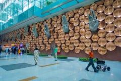 DELHI, INDE - 19 SEPTEMBRE 2017 : Personnes d'Unidentifed presque marchant de Mudras ou de gestes de main chez Indira Gandhi Photographie stock