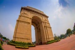 DELHI, INDE - 19 SEPTEMBRE 2017 : Un tir grand-angulaire de la porte d'Inde autrefois connue sous le nom de tout le mémorial de g Images stock