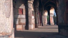 Delhi, India, 29 Maart, 2019 - het graf van Humayun is het graf van de Mughal-Keizer Humayun in Delhi, India, 4k-lengte stock footage