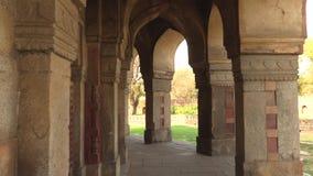 Delhi, India, 29 Maart, 2019 - het graf van Humayun is het graf van de Mughal-Keizer Humayun in Delhi, India, 4k-lengte stock videobeelden