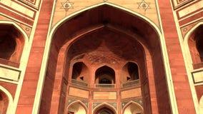 Delhi, India, 29 Maart, 2019 - het graf van Humayun is het graf van de Mughal-Keizer Humayun in Delhi, India, 4k-lengte stock video