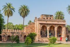 DELHI, INDIA - 24 OTTOBRE 2016: Complesso della tomba di Humayun di visita dei turisti a Delhi, Indi fotografia stock