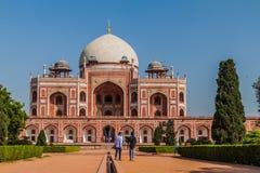 DELHI, INDIA - 24 OTTOBRE 2016: Tomba di Humayun di visita dei turisti a Delhi, Indi immagini stock libere da diritti
