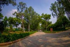 DELHI, INDIA - SEPTEMBER 25 2017: Schitterende mening van het park waar Rajghat wordt gevestigd, New Delhi herdenkings bij Stock Foto's