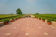DELHI, INDIA - SEPTEMBER 25 2017: Schitterende mening van het park waar Rajghat wordt gevestigd, New Delhi herdenkings bij Stock Fotografie