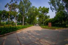 DELHI, INDIA - SEPTEMBER 25 2017: Schitterende mening van het park waar Rajghat wordt gevestigd, New Delhi herdenkings bij Stock Foto