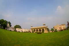 DELHI, INDIA - SEPTEMBER 25 2017: Schitterende openluchtmening van het Paviljoen van Sawan of Bhadon-in Hayat Baksh Bagh van Rood Royalty-vrije Stock Foto's