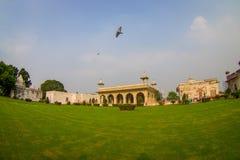 DELHI, INDIA - SEPTEMBER 25 2017: Schitterende openluchtmening van het Paviljoen van Sawan of Bhadon-in Hayat Baksh Bagh van Rood Royalty-vrije Stock Afbeeldingen