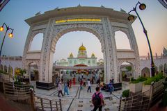DELHI, INDIA - SEPTEMBER 19, 2017: Unidentified people at the enter in the arch of Gurudwara Bangla Sahib Sikh Temple Royalty Free Stock Photo