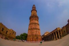 DELHI, INDIA - 25 SETTEMBRE 2017: Bella vista di Qutub Minar la torre del mattone più alta nel mondo in India Immagine Stock Libera da Diritti