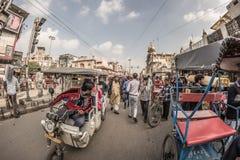 Delhi India, Styczeń, - 27, 2017: zwyczajny crowdy miasta życie przy Chandni Chowk, Stary Delhi, sławny podróży miejsce przeznacz Fotografia Royalty Free