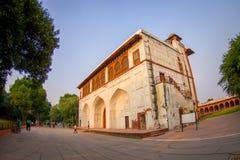 DELHI INDIA, WRZESIEŃ, - 25 2017: Niezidentyfikowani ludzie visitting Agra fortu czerwoną świątynię, Taj Mahal, India Obraz Royalty Free