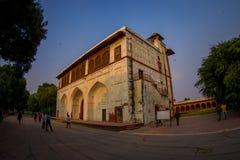 DELHI INDIA, WRZESIEŃ, - 25 2017: Niezidentyfikowani ludzie visitting Agra fortu czerwoną świątynię, Taj Mahal, India Zdjęcia Stock