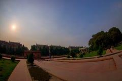 DELHI INDIA, WRZESIEŃ, - 25 2017: Piękny plenerowy widok Sawan lub Bhadon pawilon w Hayat Baksh Bagh Czerwony fort Zdjęcia Royalty Free