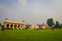 DELHI INDIA, WRZESIEŃ, - 25 2017: Wspaniały plenerowy widok Sawan lub Bhadon pawilon w Hayat Baksh Bagh Czerwony fort Obrazy Royalty Free