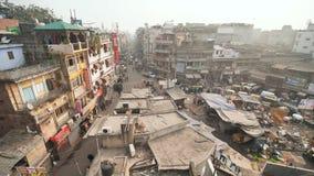 Delhi Indien - November 28, 2018: Huvudsaklig basar för gata i den gamla delen av huvudstaden av Indien lager videofilmer