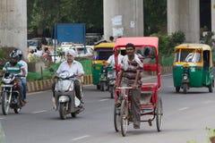 DELHI, LA INDIA 29 DE AGOSTO: Trishaw indio 29, 2011 en Delhi, la India Foto de archivo libre de regalías