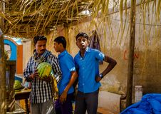 DELHI, LA INDIA - 4 DE AGOSTO DE 2017: Visita no identificada de los alumnos en Delhi, la India La tumba del ` s de Humayun era e Imagen de archivo libre de regalías