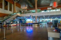 DELHI, LA INDIA - 19 DE SEPTIEMBRE DE 2017: Opinión interior el big band del donde el equipaje llegó en el aeropuerto internacion Imágenes de archivo libres de regalías