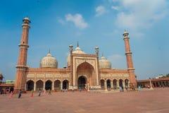 Deli, Índia - 27 de setembro de 2017: Turistas indianos não identificados que visitam Jama Masjid, em Deli, Índia Jama Masjid é Foto de Stock