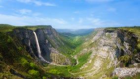 Delica kanjon och Nervion vattenfall royaltyfri bild
