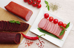 delicacy Alimento da carne na placa fotos de stock