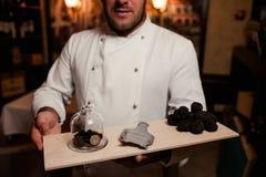 Delicadeza del cocinero del restaurante seta de la comida de la trufa imágenes de archivo libres de regalías