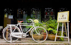 A delicate coffee shop in the city. A white bicycle before a coffee shop beside the road in Guangzhou of China Royalty Free Stock Photos