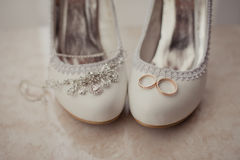 Delicate wedding jewelry, rings and wedding shoes Royalty Free Stock Photography