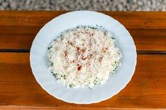 Delicios米与板材 免版税图库摄影