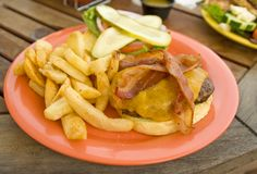 Delicios bacon burger Royalty Free Stock Photography