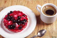 Delicious cake with currants and coffee Royalty Free Stock Photography