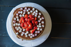 Delicious cake with fresh strawberries and dark chocolate decoration Royalty Free Stock Photos