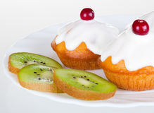 Delicious cake and kiwi Royalty Free Stock Images