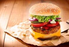 Delicious cheeseburger Royalty Free Stock Image