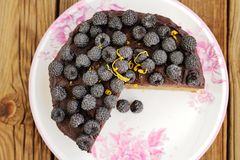 Delicious chocolate pie with fresh blackberries, icing sugar and Stock Photography