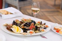 Delicious clams and glass of wine Stock Photography