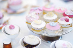 Delicious colorful wedding cupcakes Royalty Free Stock Photography