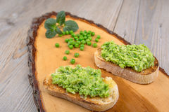 Delicious crostini with puree of raw beans and peas Royalty Free Stock Photos
