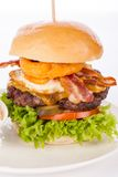 Delicious egg and bacon cheeseburger Royalty Free Stock Photos