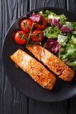 Delicious glazed salmon fillet with sesame and a salad of fresh Royalty Free Stock Photos