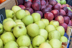 Delicious green and purple apples in supermarket Royalty Free Stock Photos