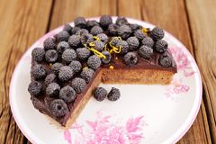 Delicious homemade chocolate pie with fresh blackberries, icing Stock Photography