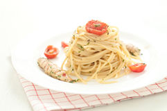 Delicious pasta like spaghetti topped with the sauce of sea mant Royalty Free Stock Photos