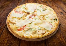 Delicious pizza with chicken, parmesan and fresh arugula Royalty Free Stock Photography