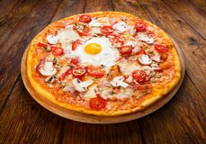 Delicious pizza with mushrooms, bacon and egg Royalty Free Stock Photos
