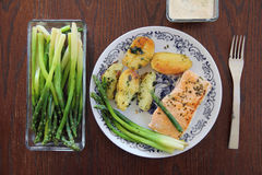 Delicious salmon steak with potatoes and asparagus Royalty Free Stock Photos